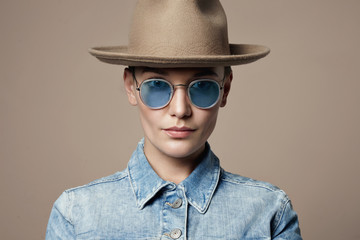 woman wears hat and glasses in american classic style