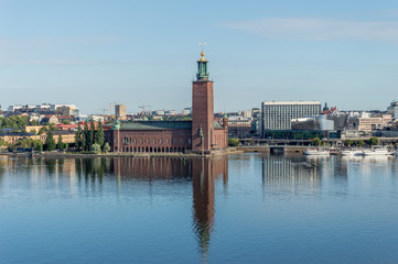Utsikt över Stadshuset från en utkiksplats på Söders höjder