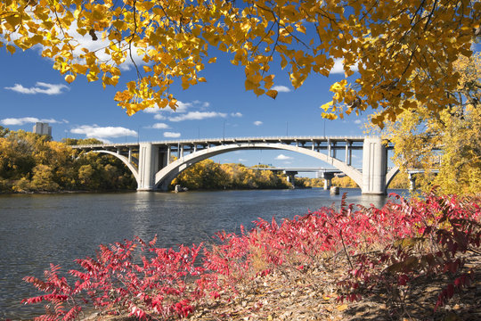 Autumn colors with Ford Parkway bridge over the Mississippi River, Minnesota