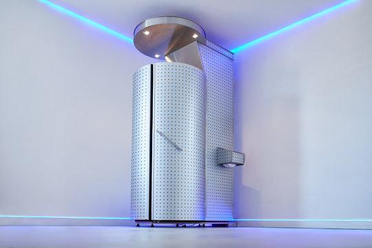 Cryo sauna for whole body cryotherapy