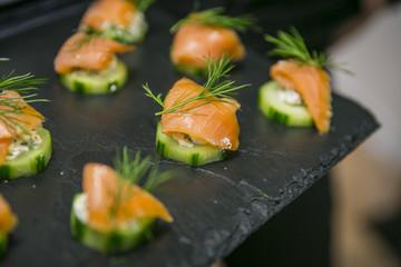 Catering, Buffet und Fingerfood / Lachs auf Gurke