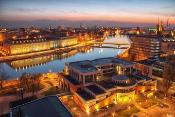 Obraz Widok z lotu ptaka Wrocław. Panorama miasta podczas pięknego zachodu słońca - fototapety do salonu