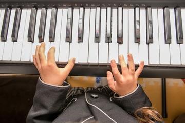 ピアノ 女の子