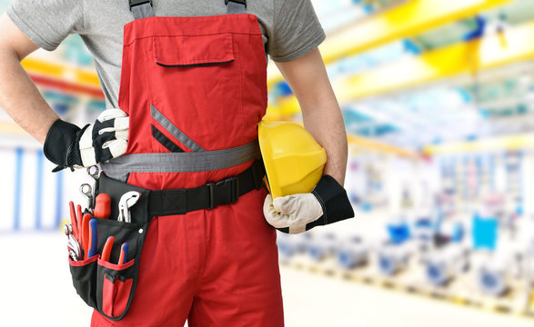 workers in the industry with equipment  // Industriearbeiter in Berufsbekleidung mit Werkzeug