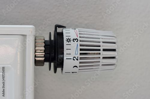 heizung thermostat stockfotos und lizenzfreie bilder auf bild 107256118. Black Bedroom Furniture Sets. Home Design Ideas