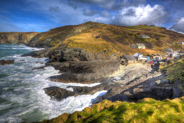 Fototapete - English coast village with waves Trebarwith Strand Cornwall England UK between Tintagel and Port Isaac hdr