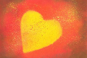 Kleine Malerei mit Deckfarben Herz auf Rot