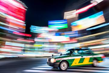 Fototapete - Tokio Taxi bei Nacht in Shibuya Japan