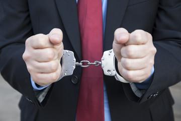 Geschäftsmann mit Handschellen