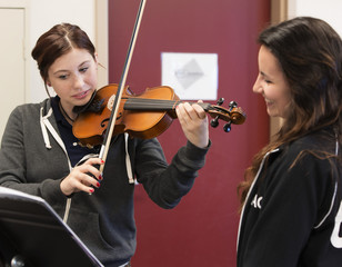 Students rehearsing violin in high school band class