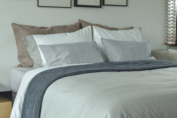 Classic color scheme bedding for king size bed