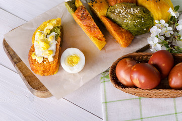 Easter bread with eggs