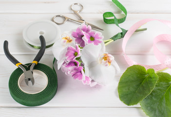 Tools and elements for creating a flower arrangement