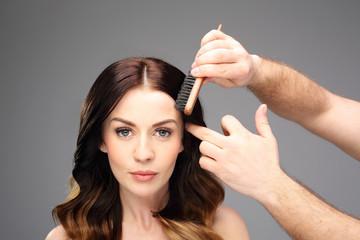 Piękne zdrowe włosy. Piękna kobieta w fryzjera
