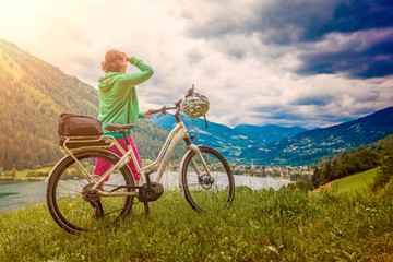 woman with e-bike resting above a lake-e-power 25