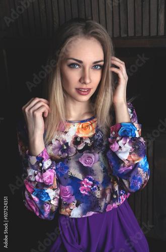 devushka-v-fioletovom-foto