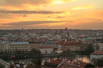 malerischer Sonnenaufgang über Prag