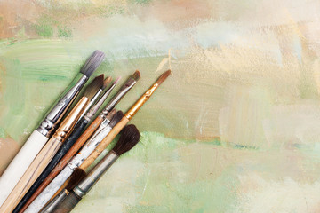 oil paint brushes a diagonal