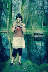 Mädchen mit alten Fotoapparat