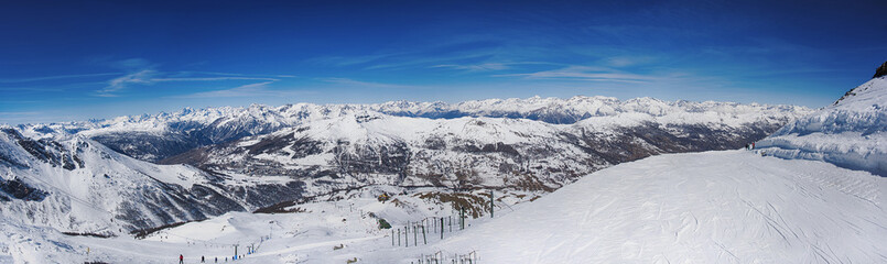 veduta del panorama delle alpi da una pista a da sci a  2800 metri sopra sestriere