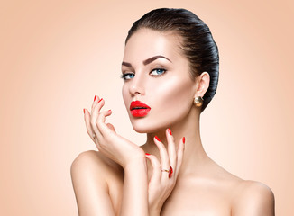 Wall Mural - Beautiful sexy brunette woman with luxury makeup and manicure