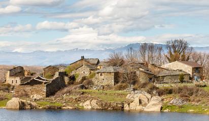 Casas tradicionales del pueblo de Sandín. Sierra de la Culebra, La Carballeda, Zamora.