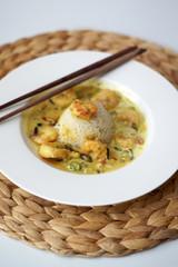 Riso thailandese cocco, curry e gamberi