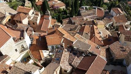 Vue aérienne d'un village médiéval français
