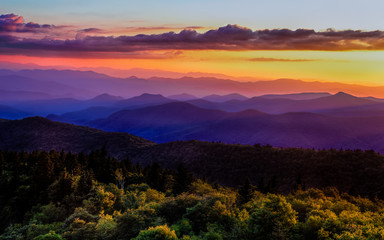 Fotobehang Snoeien Sunset glow on Blue Ridge Parkway