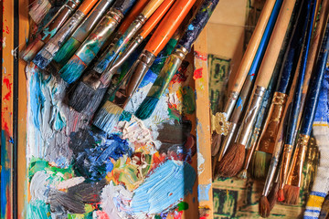Different types of brushes, oils and palette