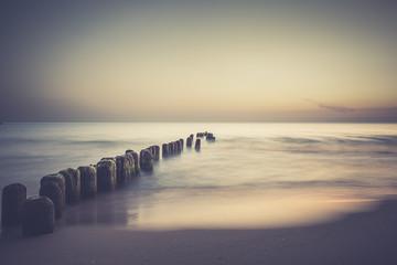 Wschód słońca nad bałtykiem. Plaża w chałupach