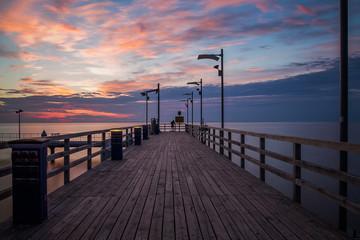 Wschód słońca nad Bałtykiem. Molo w Mechelinkach