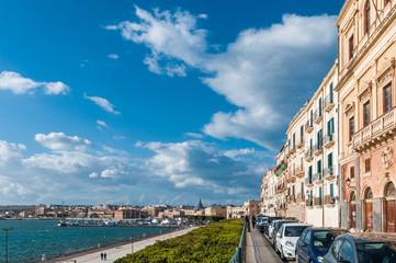 Promenade und Yachthafen in Ortigia, Syrakus; Sizilien