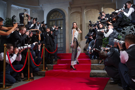 On the red carpet photographers take pictures of the actress