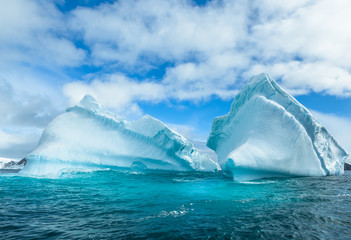 Snow and ices of the Antarctic islands