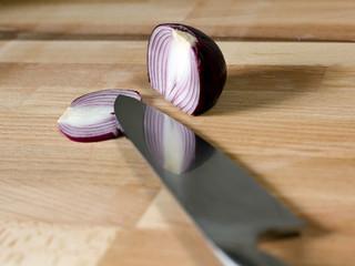Küchenmesser mit Zwiebel