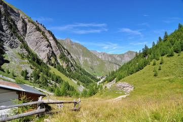 Wanderweg nach Samnauen, im Hintergrund Gipfel der Samnauen-Gruppe