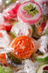 Heap of candies with fruit motifs in cellophane