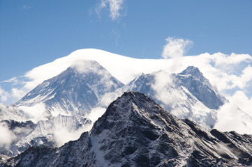 Fotobehang - Everest Veiled by Clouds - Nepal