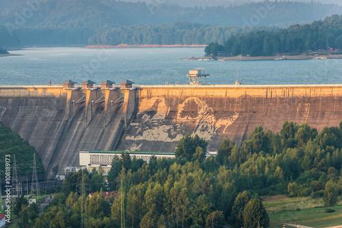 Najwi kszy mural na zaporze w solinie zdj stockowych i for Mural na tamie w solinie