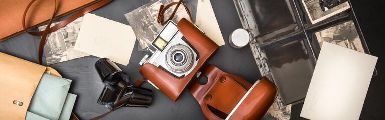 macchina fotografica anni 60 con fotografie e pellicola