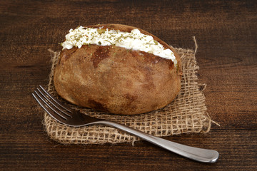 baked potato with sour cream and ground chives