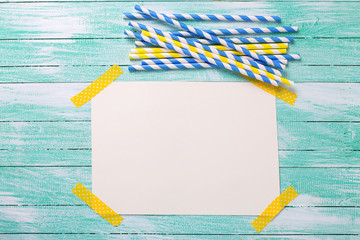 Bright blue and yellow paper straws and empty tag