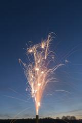 Feuerwerk in der Abenddämmerung