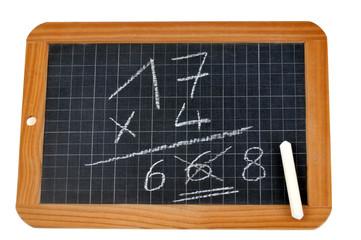 Multiplication corrigée sur une ardoise