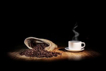 Aluminium Prints Coffee beans grains de café avec une tasse blanche