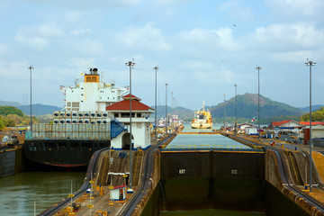 Первый шлюз Панамского канала со стороны Тихого океана