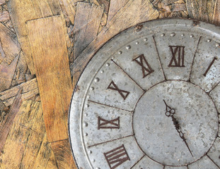 Spoed Foto op Canvas Retro Wall clock old rusty grunge on wooden wall background, (with clipping path)