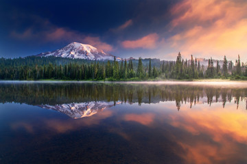 Photo sur Aluminium Lac / Etang Mt Rainier and reflections