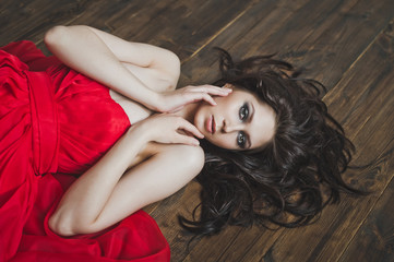 Portrait of a girl lying on a wooden floor 5998.